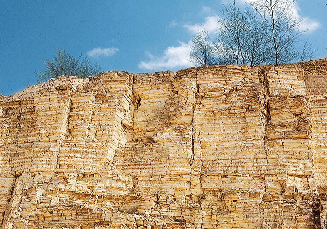 Der solnhofener naturstein ist ein kalkstein berg r - Naturstein solnhofen ...