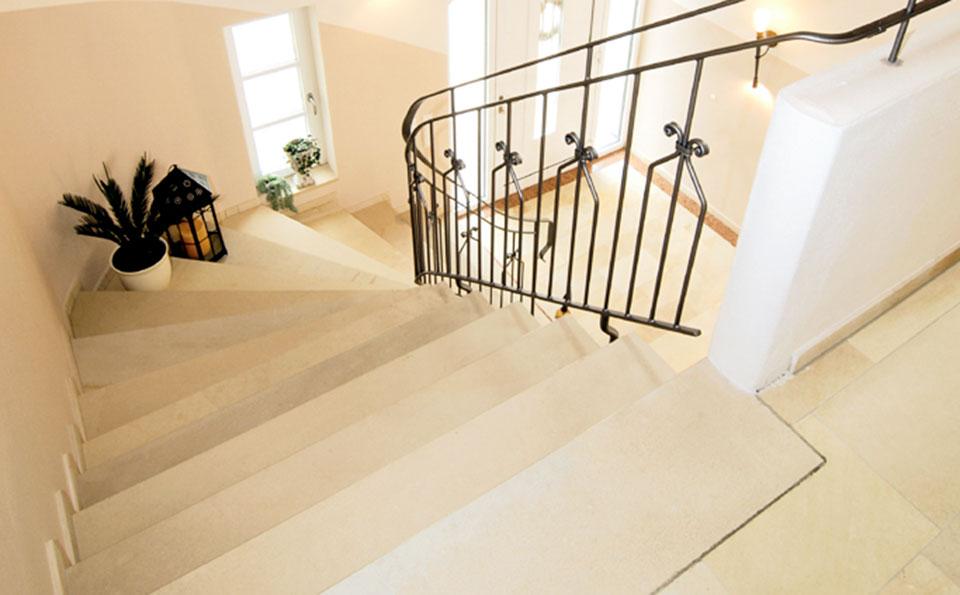 Stufen und Fensterbänke