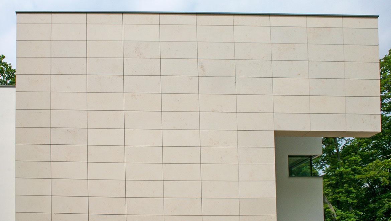 Jura Mamor an Haus Fassade